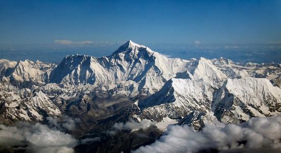 珠峰大本营登山队驻扎区已全部接入国家电网 淘汰发电机