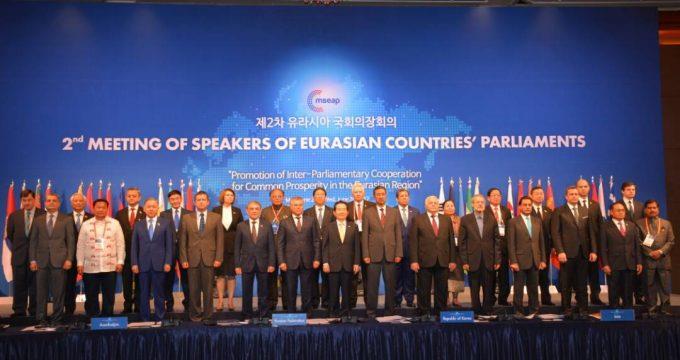 伊朗议长欢迎韩国投资能源和铁路行业