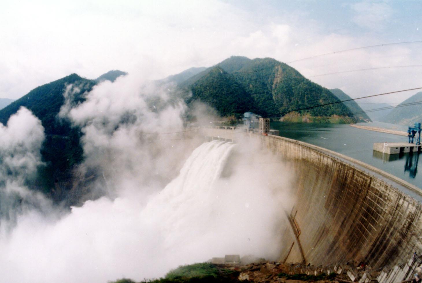 科特迪瓦最大水电站发电 由中企承建