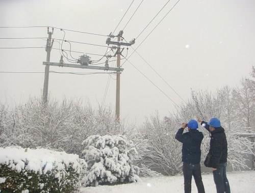 今冬首轮强降雪来袭 电网企业积极应对