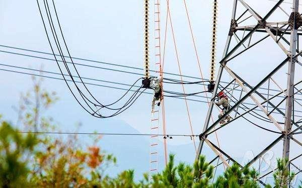 海拔2000米带电作业关键技术获突破