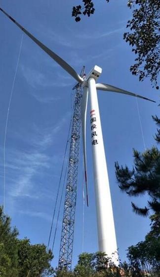 国投在桂第一个新能源项目首台风机树立