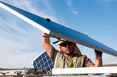 今年18家美国太阳能企业计划减少部署或裁员