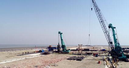 小洋口风电母港重装设备出运直立式护岸码头工程加紧施工