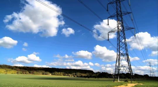 国网山东电力对特高压线路开展更换绝缘子作业