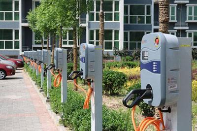 截至4月底 北京已建成约12.7万个充电桩
