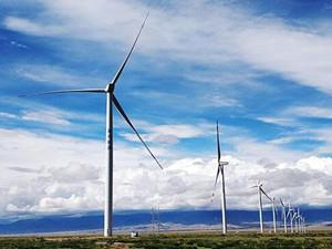 青海燊鸿海南共和49.5兆瓦风电项目首台风机成功并网