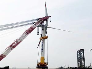 上海电气临港一期海上风电项目首台机组顺利完成吊装