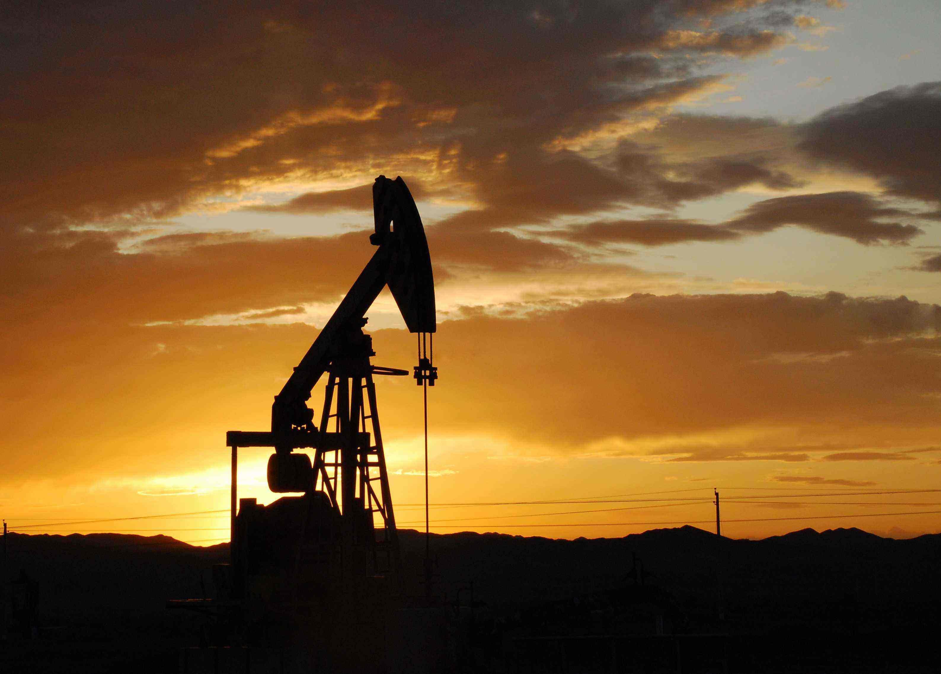 全球需求改善刺激周五原油价格反弹