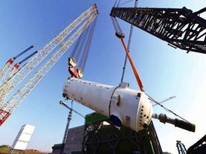 我国首座高温气冷堆示范工程燃料装卸系统安装完毕