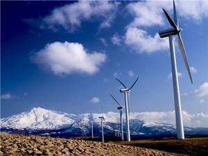 青海华电都兰诺木洪一期49.5MW风电项目首台风机并网成功
