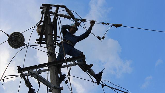 张家界电网紧急融冰 确保景区安全供电