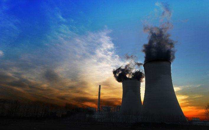 田湾核电站5号机组首台余热排出冷却器吊装就位