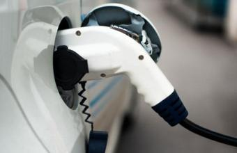 截至11月全国充电桩累计达117.4万台