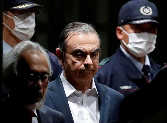 传日产前董事长戈恩离开日本 疑为弃保潜逃