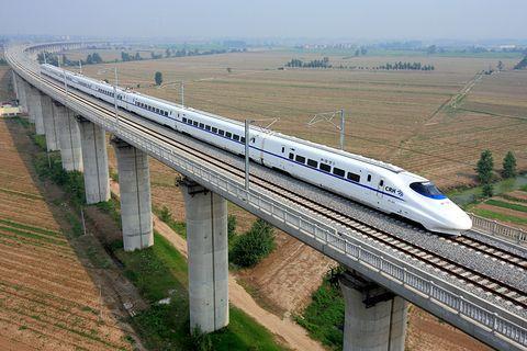 京沪高铁上市首日未封涨停 涨38.73%市值3324亿