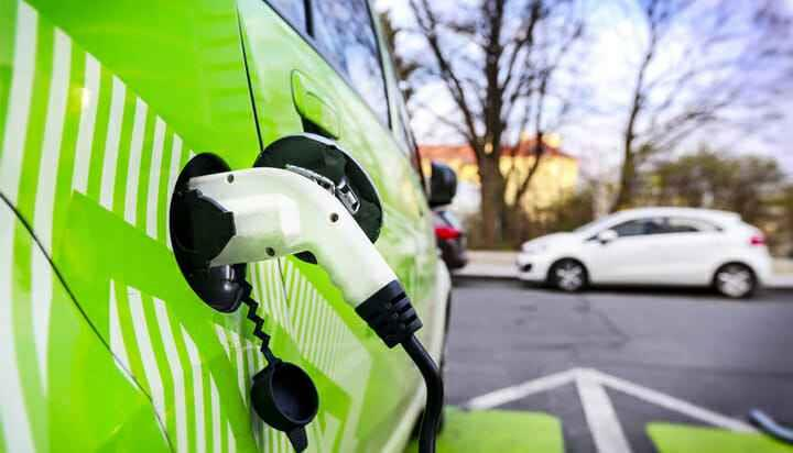 英国投5亿英镑建充电网络 电动车补贴延长至2023年