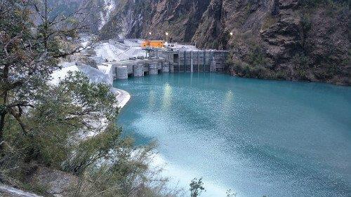 中企承建尼泊尔最大水电站首次蓄水成功