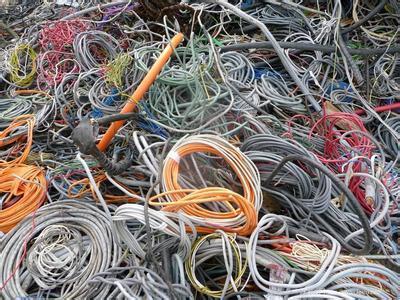 哈尔滨市将清除134座桥梁私接乱挂线缆