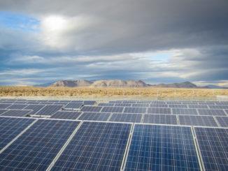 到2026年美国太阳能电池板清洁市场将达10亿美金