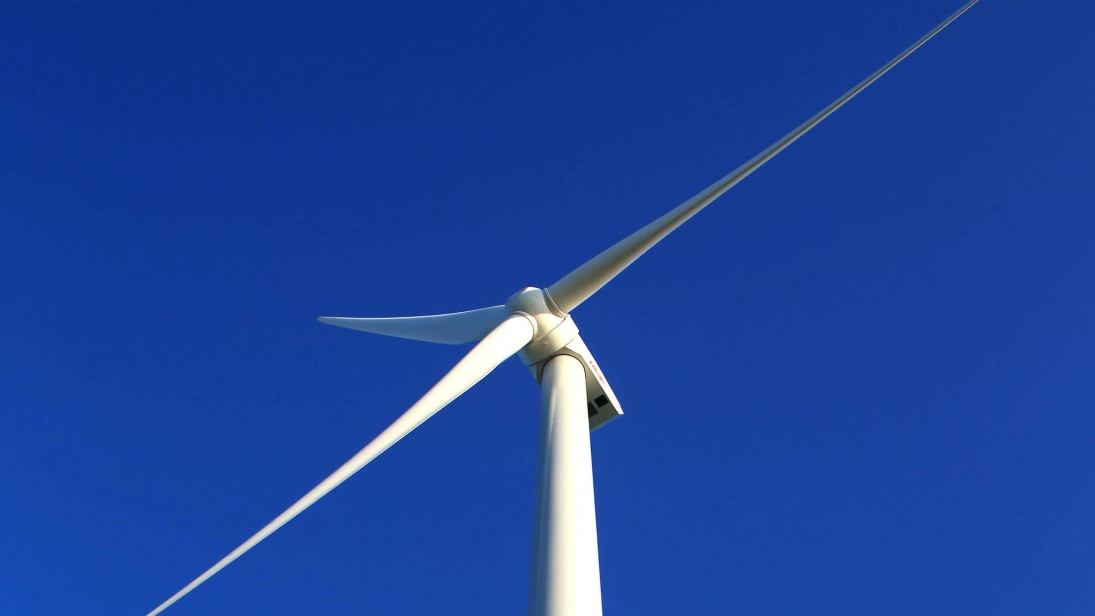 贵州省首台3.2兆瓦风机完成带电调试投产发电