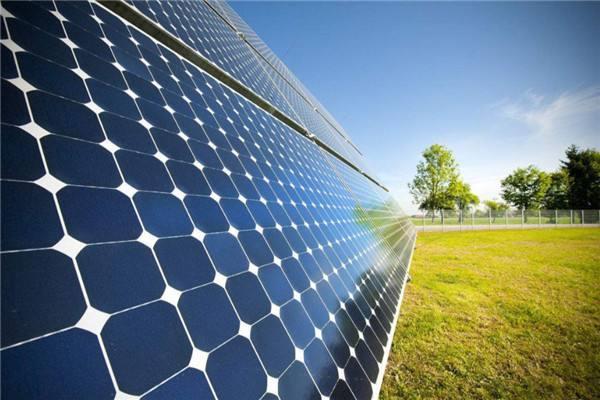 兩會代表委員呼吁進一步減輕光伏發電企業負擔