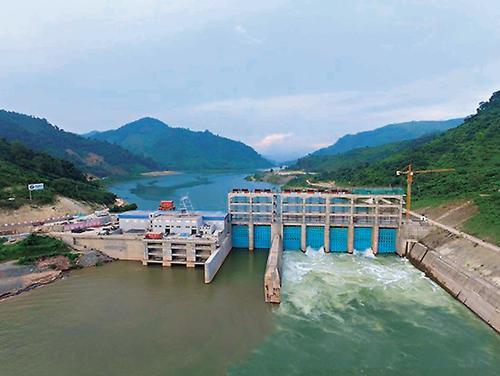 老挝南欧江一级水电站2号机组并网发电