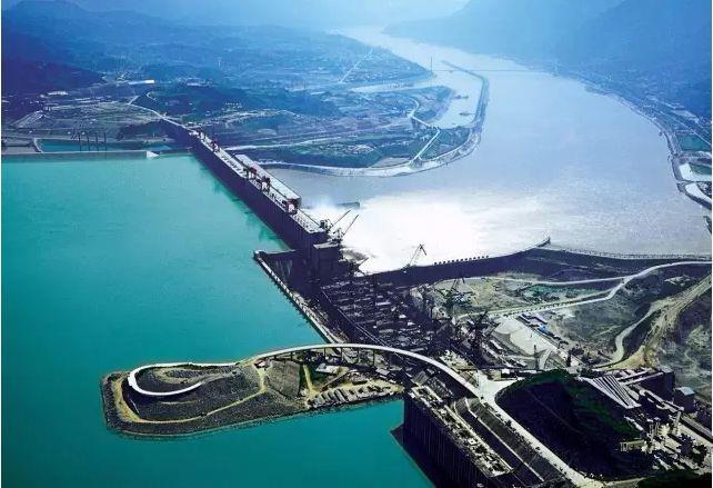 长江干流四座梯级水电站今年首次全开运行