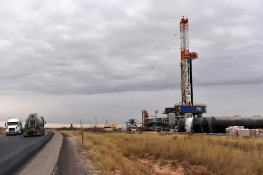 上周美国原油库存下降470万桶 出口激增系主因