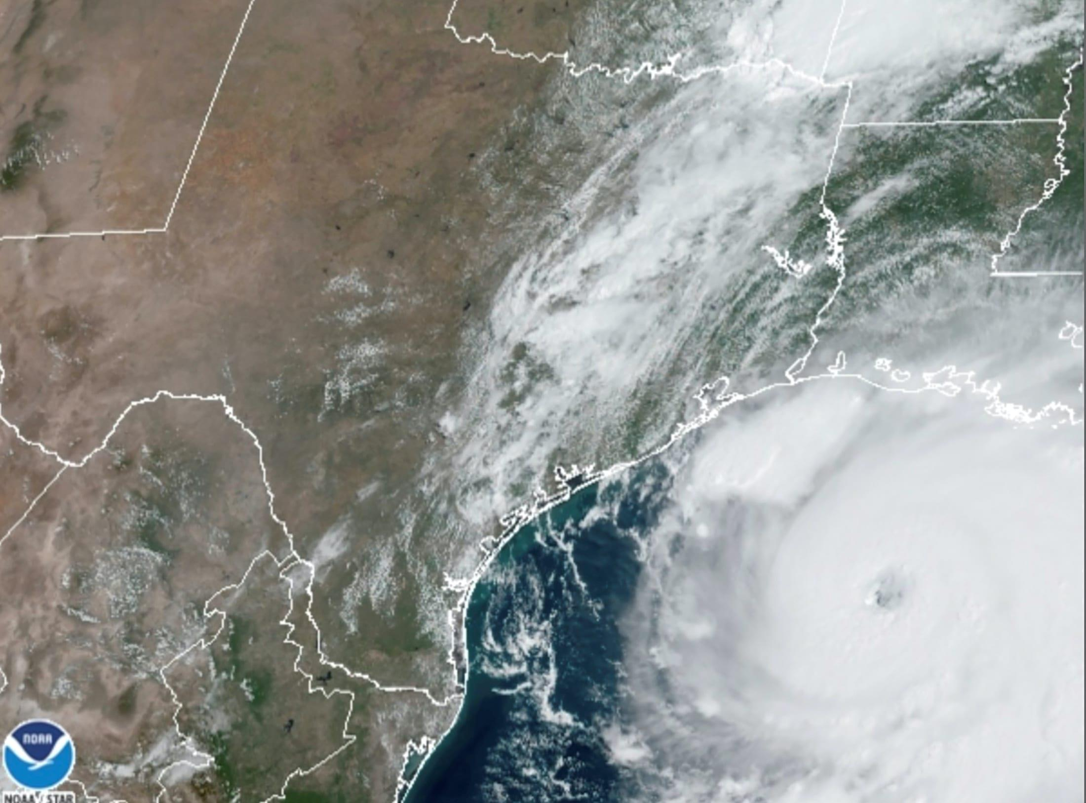 飓风劳拉袭击美国墨西哥湾 液化天然气装卸被推迟
