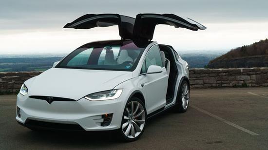 特斯拉召回870辆进口Model X电动汽车
