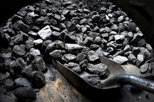 2017—2020年全国煤炭消费比重由60.4%降至57%左右