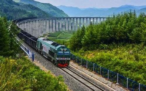 中老铁路国内段全线铺轨任务过半 为年底开通运营奠定基础