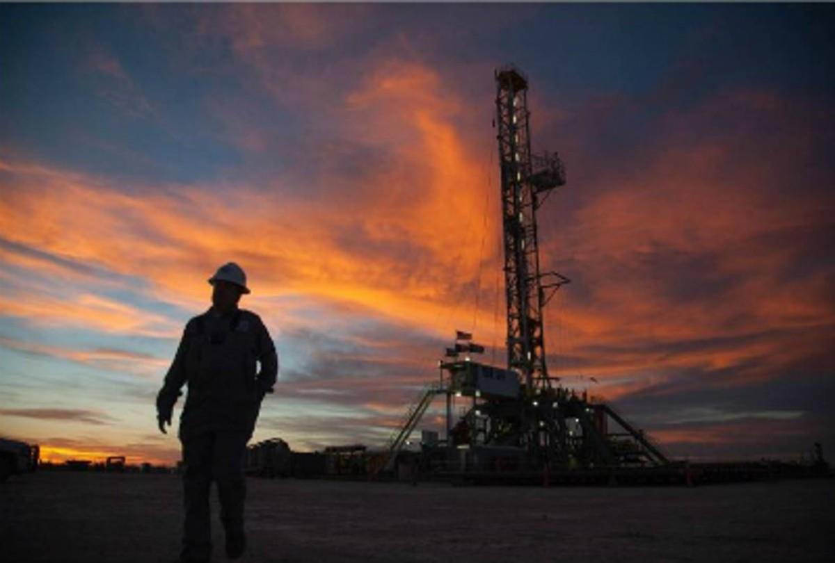 全球能源短缺 煤炭、天然气和石油价格飙升