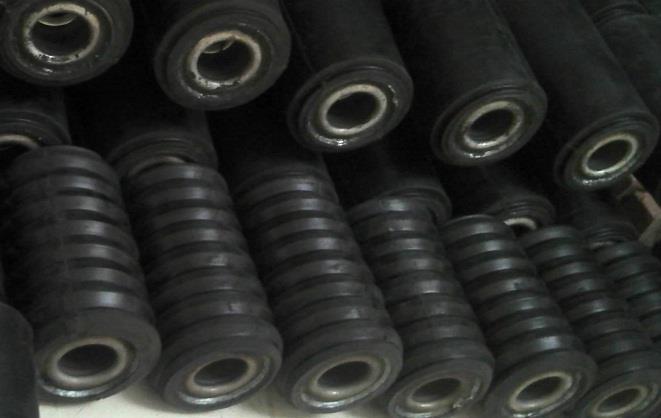 橡胶维持偏强震荡 高库存限制其反弹高度