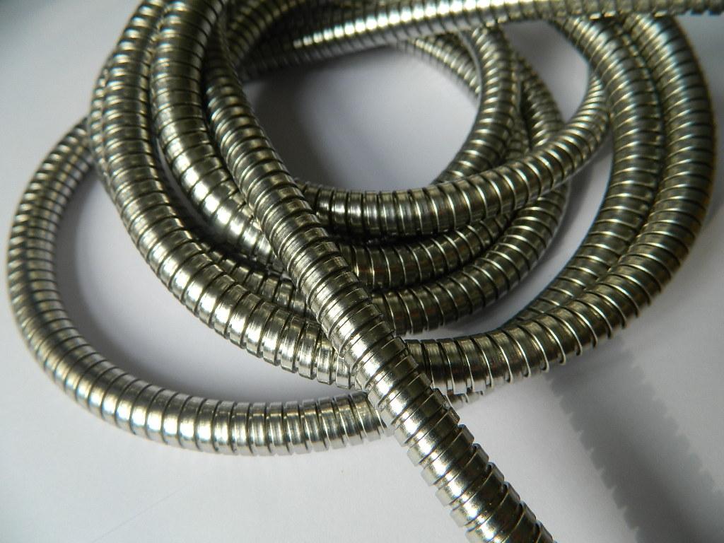 宁夏抗拉抗扭不脱扣双扣不锈钢蛇皮管价格