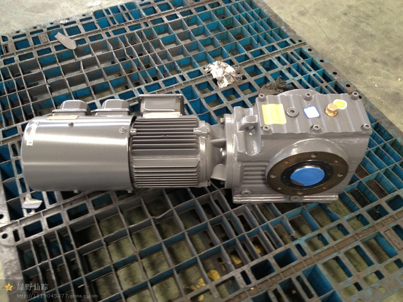 S系列斜齿轮蜗轮蜗杆减速机(大速比)