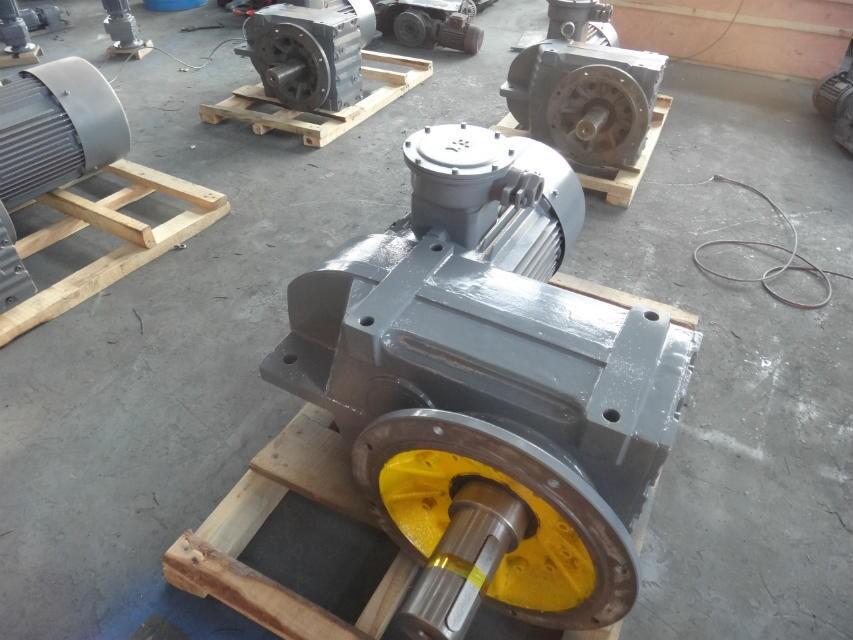F系列平行轴斜齿轮减速机(齿轮全磨,噪音低)